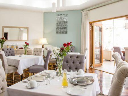 island-way-ammenities-villa-dining-area